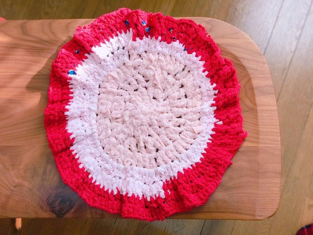 裂き編みで丸く編んだ様子